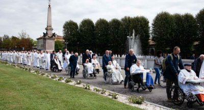 Caravaggio, il Papa ai preti anziani e malati: i giovani sacerdoti hanno bisogno di voi