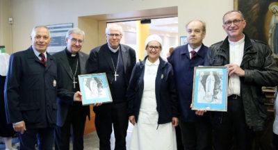 Lourdes, Mons. Herouard e Mons. Ribadeu salutano il Salus